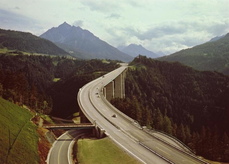 Фото 1, Мост Европа, Инсбрук, Австрия